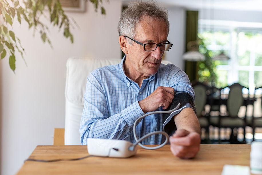 کنترل و پایین آوردن فشار خون در منزل